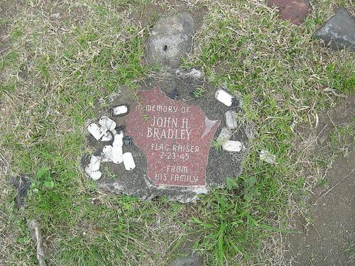 Monument John H. Bradley