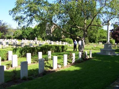 Commonwealth War Graves Barkingside Cemetery