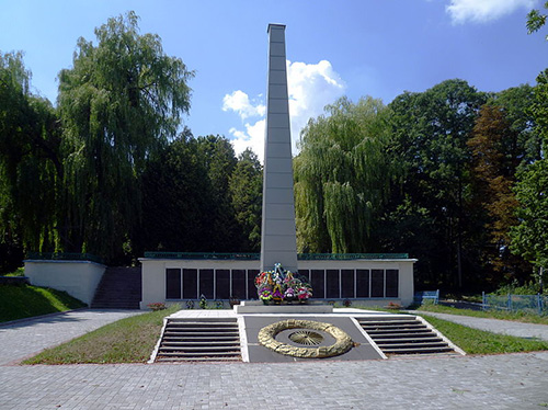 Sovjet Oorlogsbegraafplaats Horokhiv