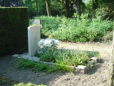 Commonwealth War Grave General Cemetery Zutphen