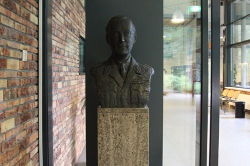 Borstbeeld Prins Bernhard