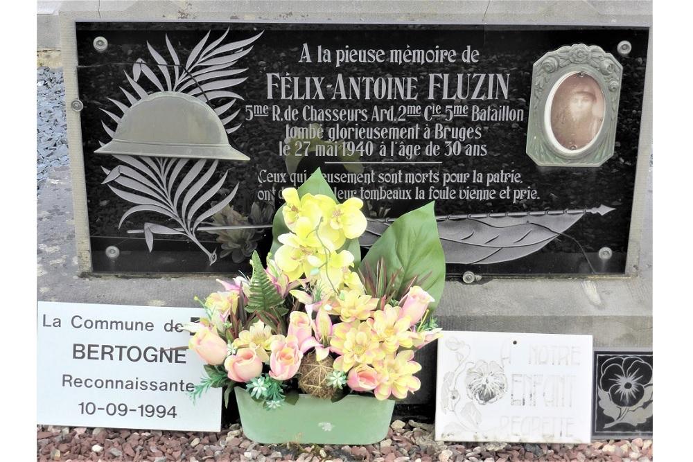 Graf Oorlogsslachtoffer Gemeentelijke Begraafplaats Roumont