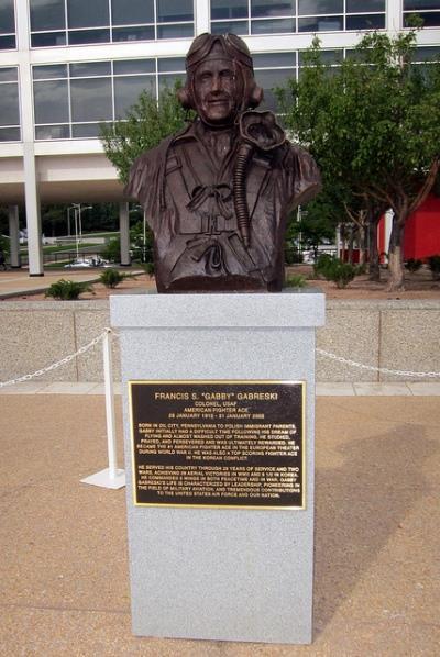 Memorial Colonel Gabreski