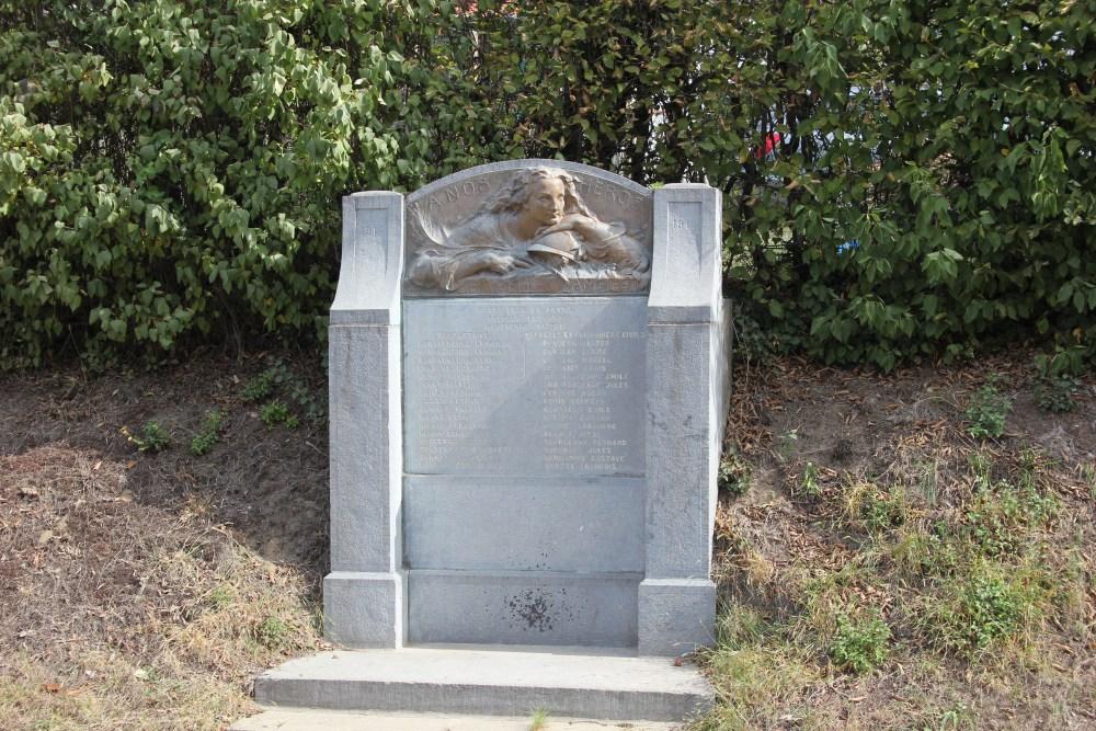 War Memorial Chapelle-Saint-Lambert