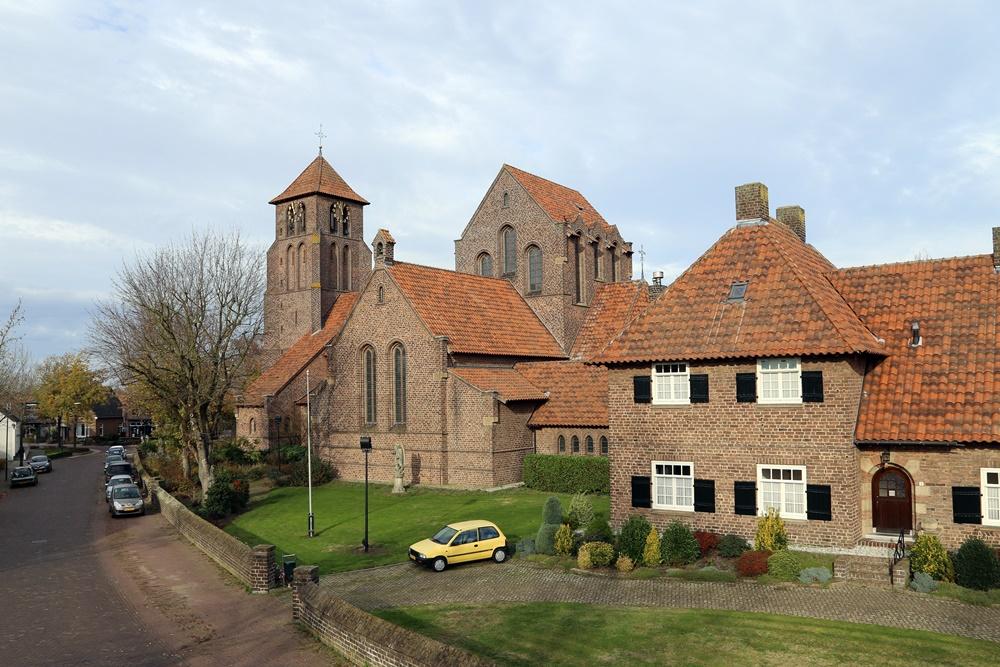 Sporen klokkenroof Sint Michaëlkerk Beek