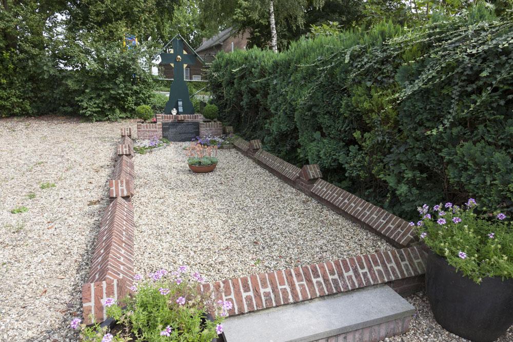 Massagraf Burgerslachtoffers Begraafplaats Angeren