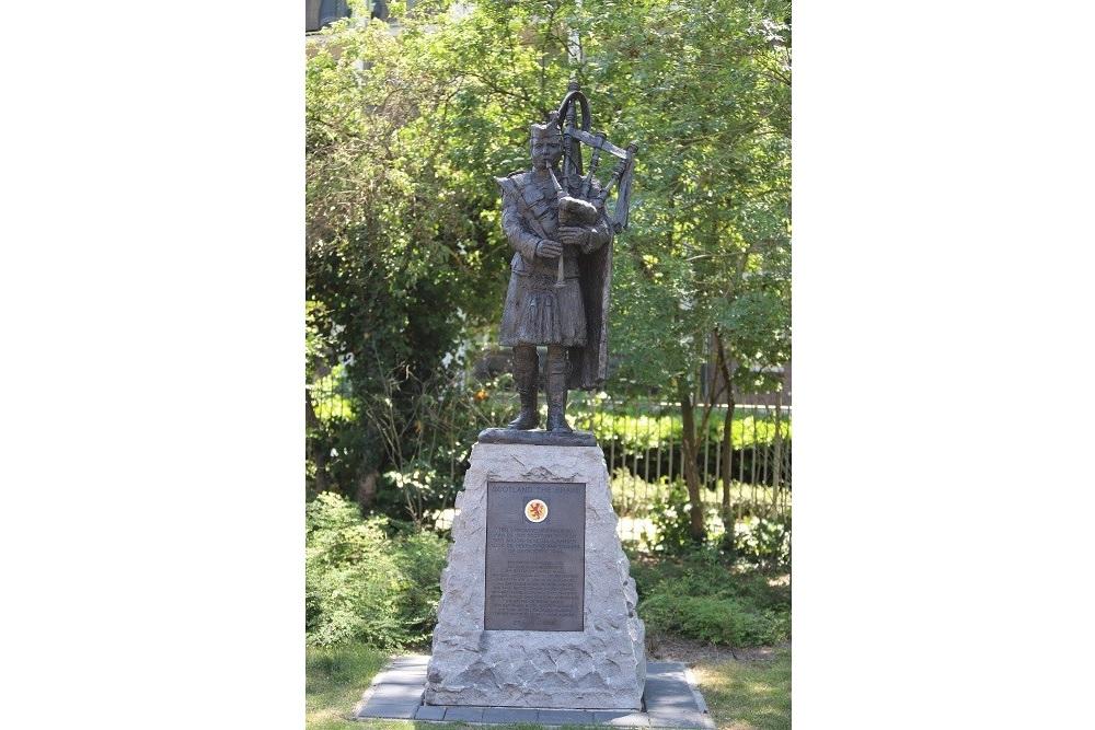 Memorial The Bagpiper Tilburg