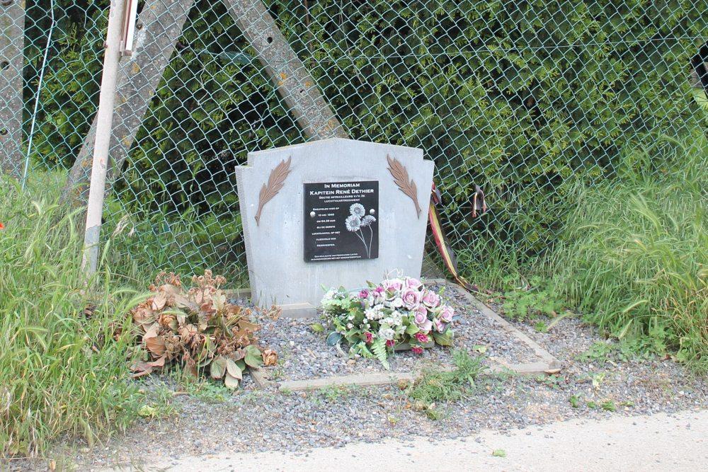 Gedenksteen Kapitein René Dethier