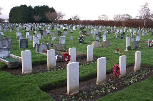 Commonwealth War Graves Queensgate Cemetery