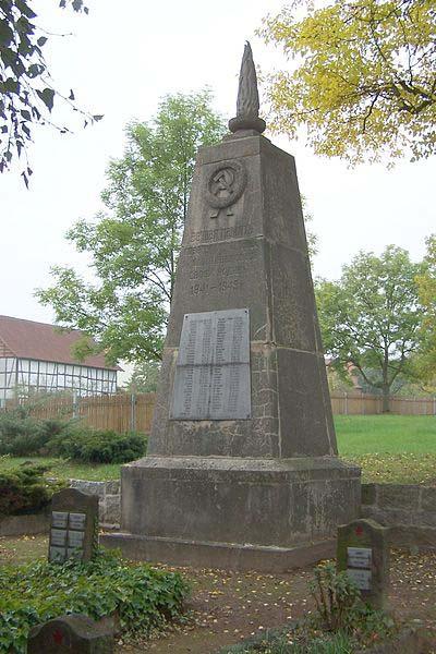 Sovjet Oorlogsbegraafplaats Untersuhl