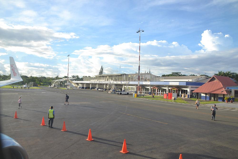 Port Vila Airport (Bauer Field)