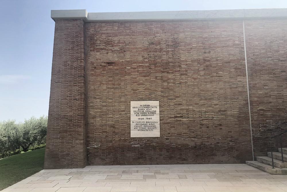 Duitse Oorlogsbegraafplaats Motta San Anastasia