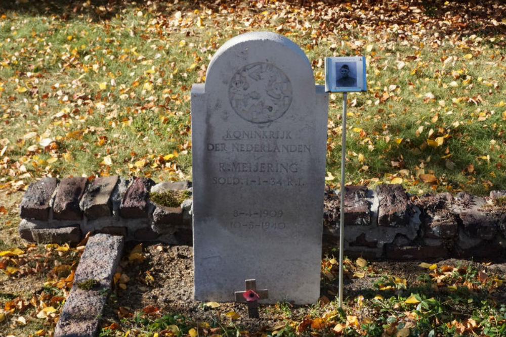 Nederlands Oorlogsgraf Algemene Begraafplaats Schoonebeek