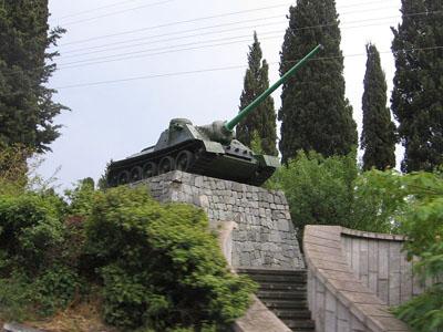 Liberation Memorial (SU-100 Tank Destroyer) Alushta