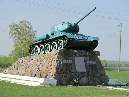 Monument (T-34/85 Tank) Russische Tegenaanval Shtepіvka