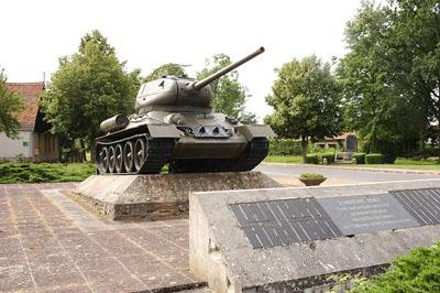 Mass Grave Soviet Soldiers & T-34/85 Tank Kienitz