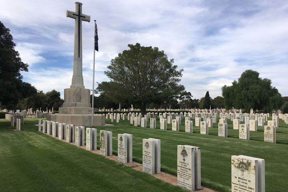 Commonwealth War Graves West Terrace Cemetery