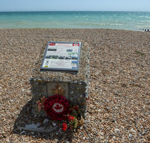 Canadees Monument Worthing