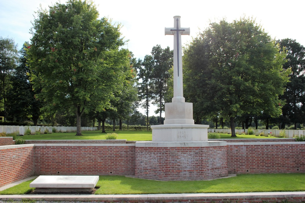 Commonwealth War Cemetery Hotton