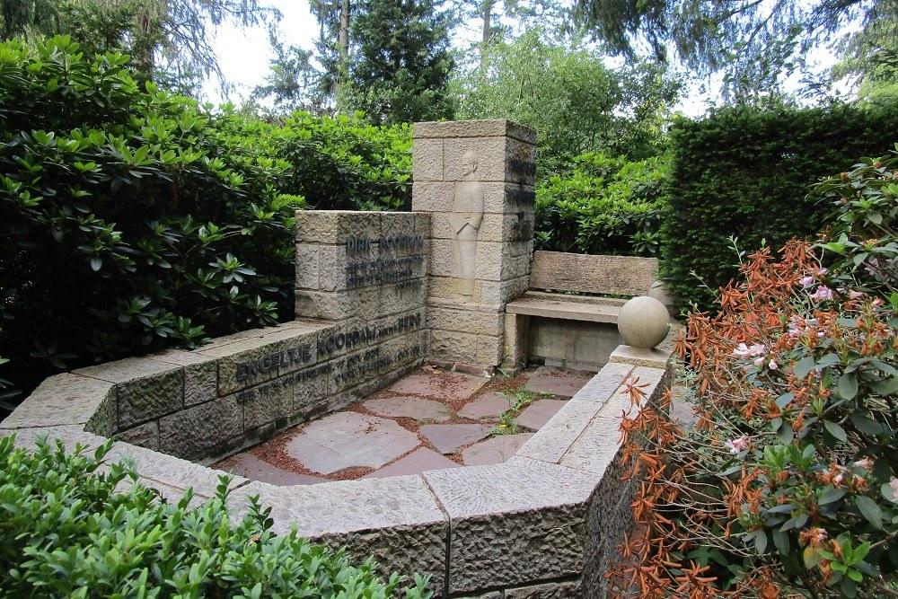 Dutch War Grave Valkenheide