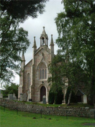 Commonwealth War Graves Aboyne Parish Churchyard