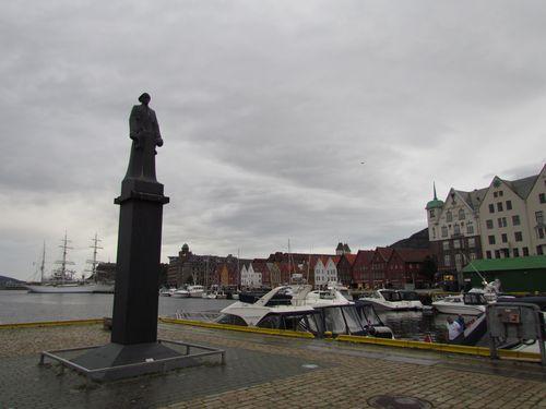 Monument Shetlands-Larsen Bergen