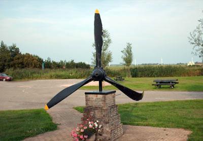 Monument Lockheed Hudson