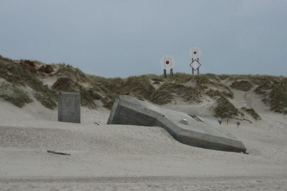 R621 Bunker Haurvig Beach