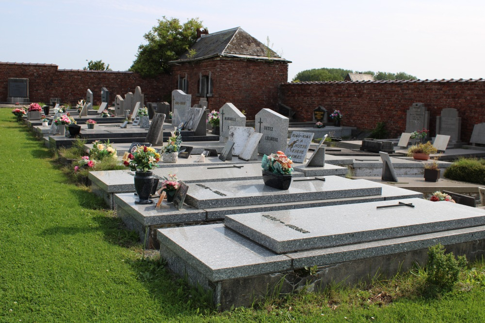 Veteran War Graves Chapelle-à-Wattines