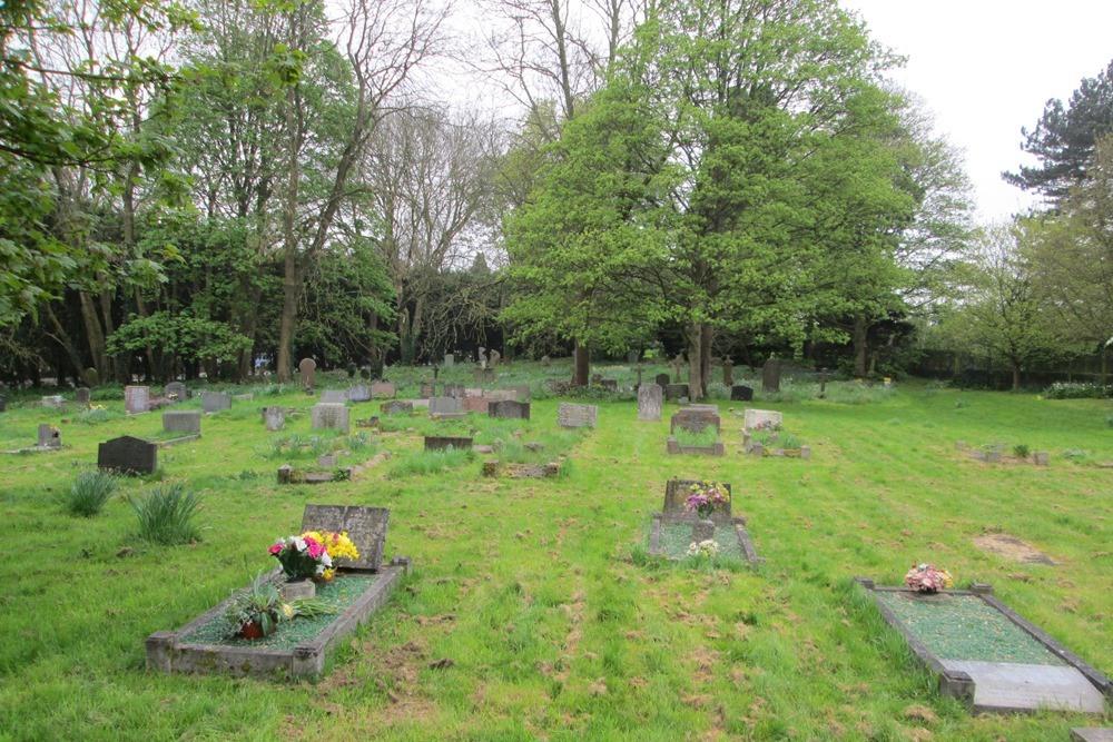 Commonwealth War Graves St. Godwald Churchyard
