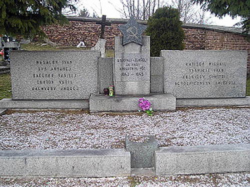 Mass Grave Soviet Soldiers 1945