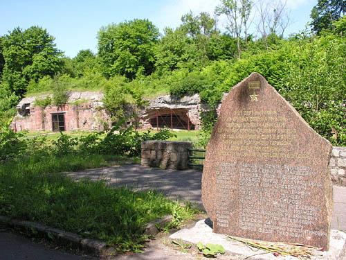 Monument Helden van de Sovjet-Unie bij Fort V