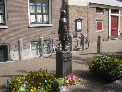 Monument Anne Frank Westermarkt Amsterdam