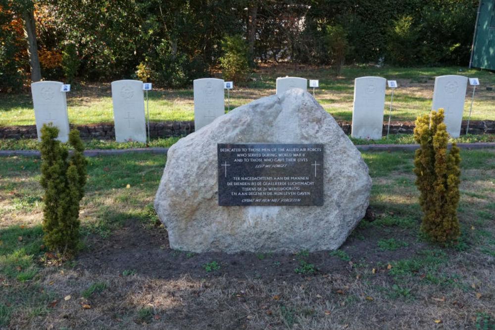 Monument Geallieerde Vliegers Algemene Begraafplaats Schoonebeek