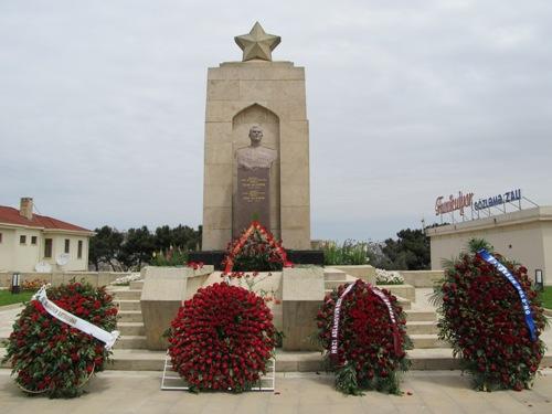 Grave Hazi Aslanov
