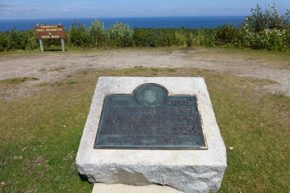 Monument Fort Holmes