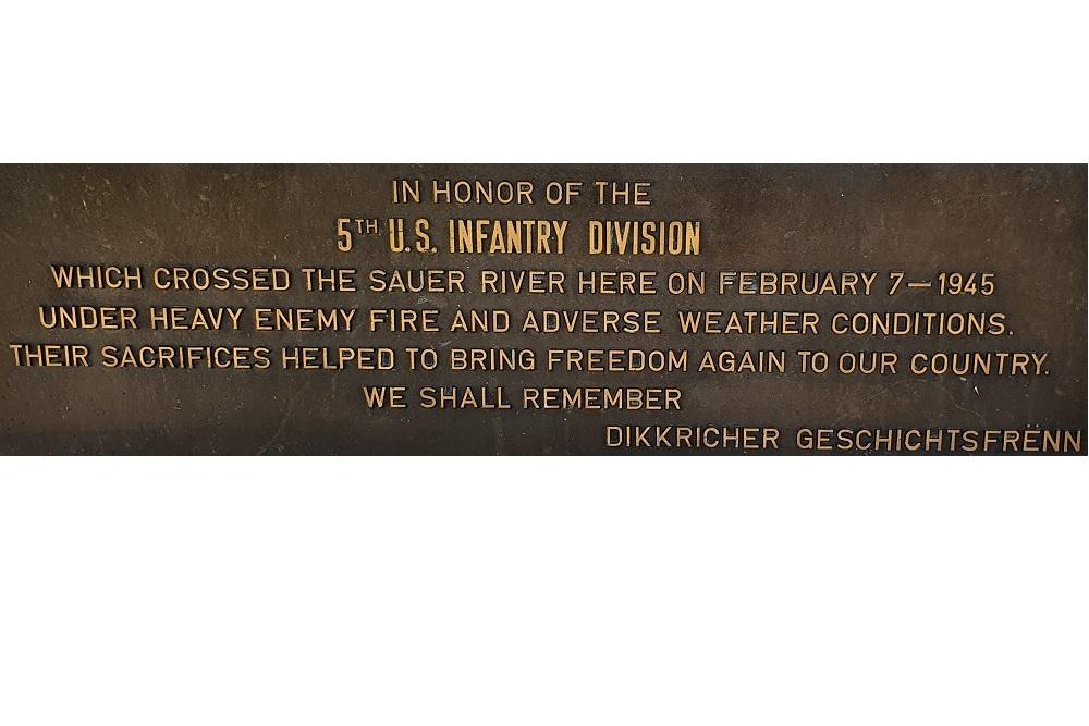 Monument 5th U.S. Infantry Division Oversteek Saur