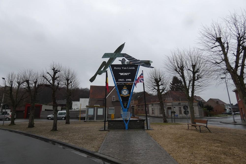 Monument Remy Van Lierde Overboelare