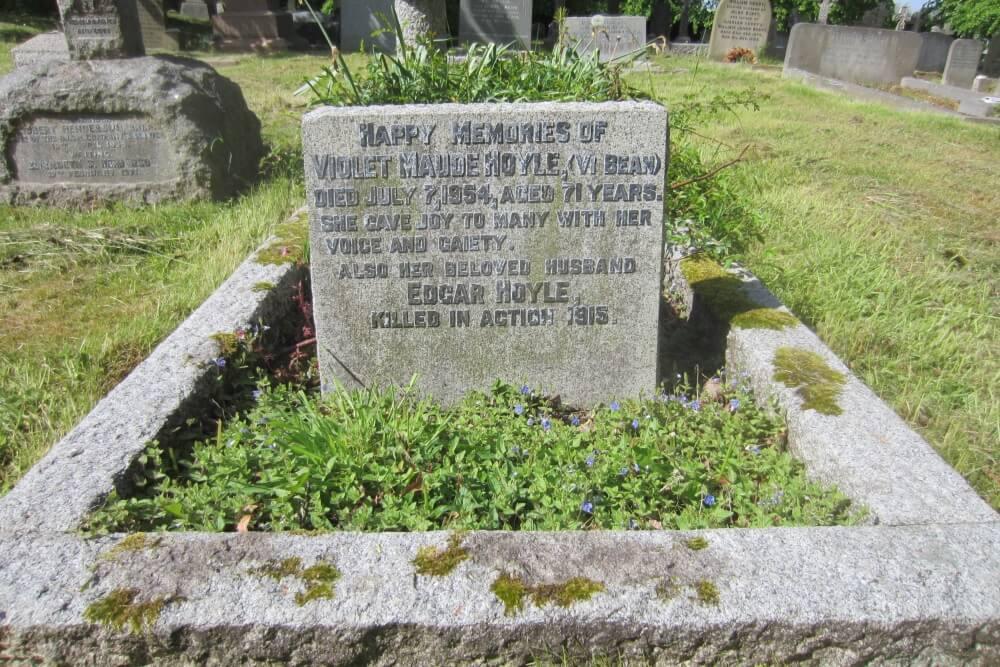 Herdenkingsteksten St Cuthbert's Churchyard