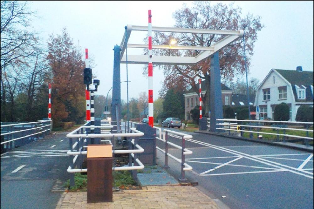 Gedenkplaat Bouwers Noodbrug Dieverbrug