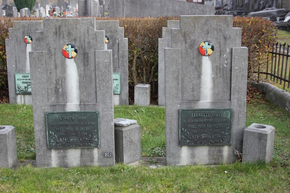 Belgische Oorlogsgraven Begraafplaats Bois-de-Breux