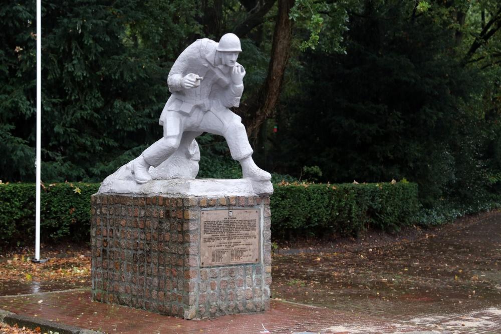 Monument De Parachutist Son en Breugel