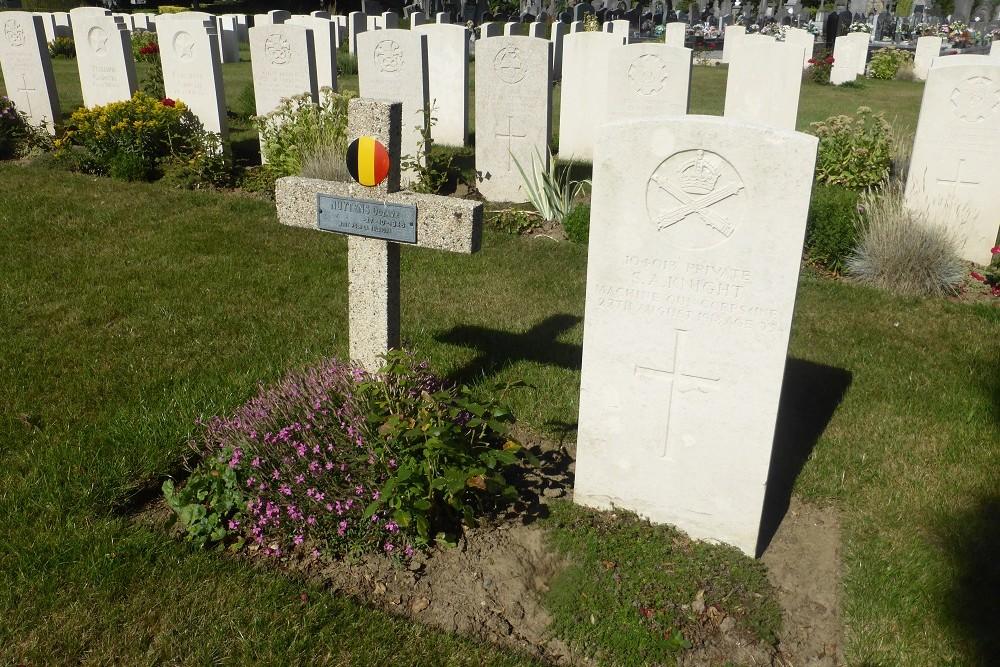 Belgische Oorlogsgraven Begraafplaats Doornik
