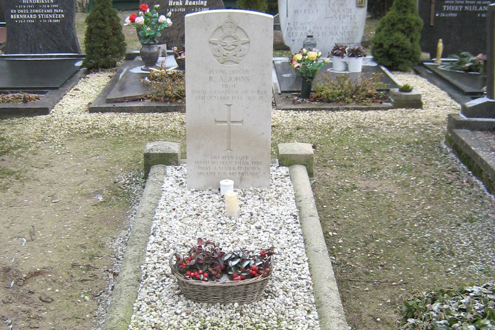 Oorlogsgraf van het Gemenebest Rooms Katholieke Begraafplaats Zevenaar