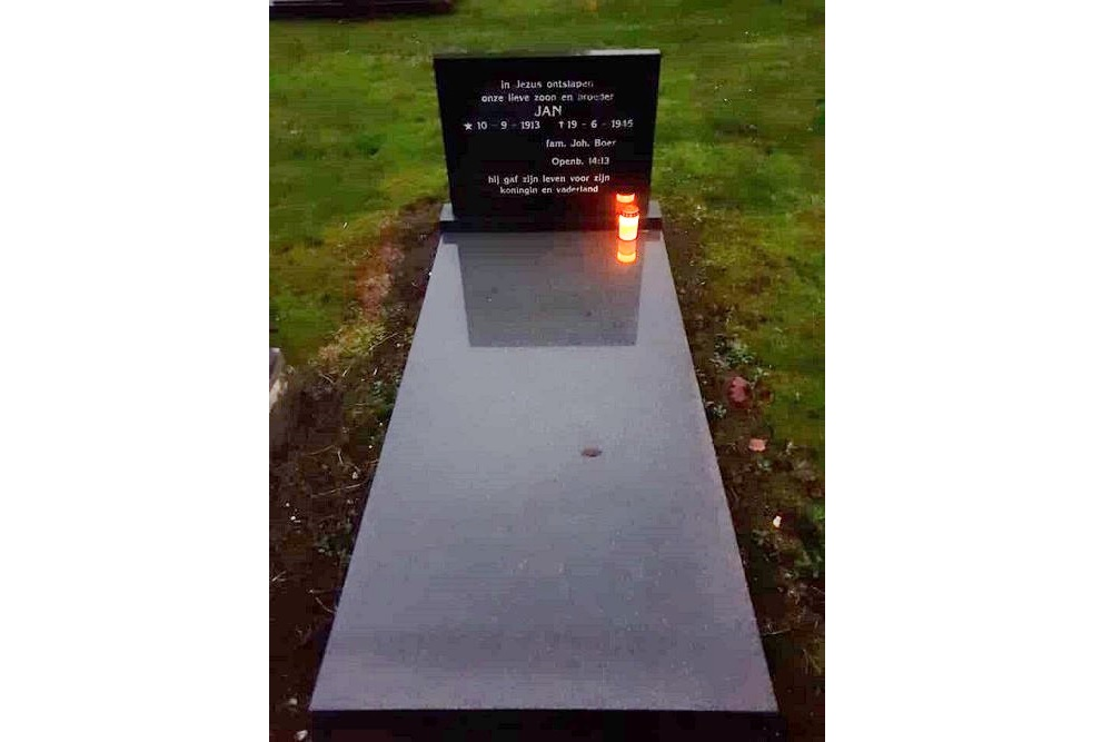 War Graves Cemetery Bovensmilde