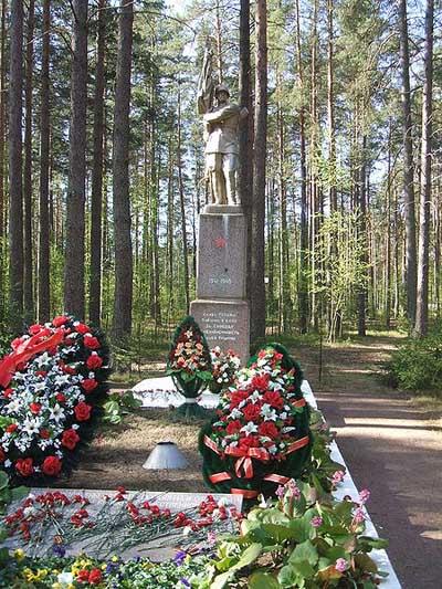 Massagraf Sovjet Soldaten Komarovo