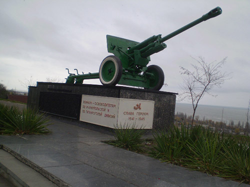 Monument 221e & 130e Divisie (76mm M1942 ZiS-3 Veldkanon)