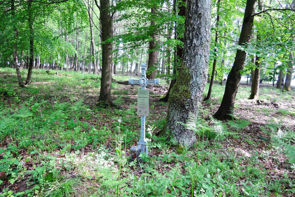 Memorial Cross Benno Schott