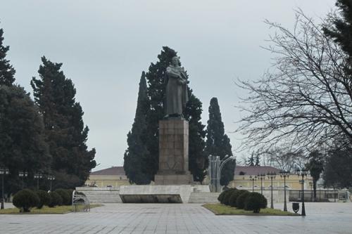 Standbeeld Hazi Aslanov