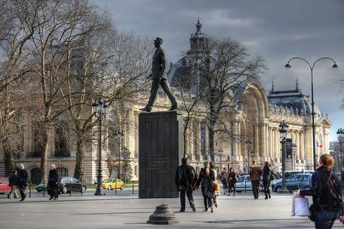 Statue Charles de Gaulle Paris